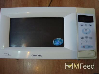Микроволновка SAMSUNG с тарелкой