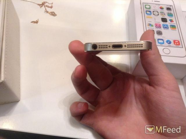 Продам iPhone 5S gold. Заблокированный. Звоните!