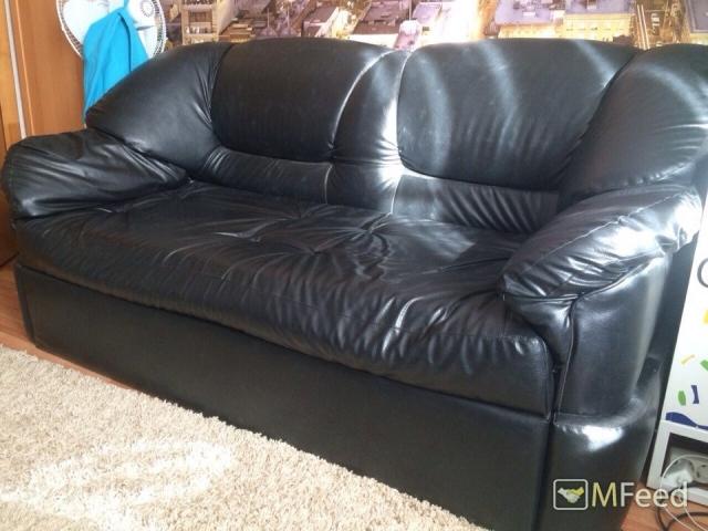 Кожаный, не раскладывающийся диван