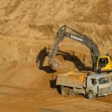 Песок карьерный и речной валом и в мешках
