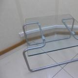 Дизайнерский стеклянный столик