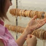 Продавец-консультант по продаже ювелирных украшен