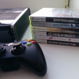 Xbox 360 250GB с одним джойстиком и 20 играми